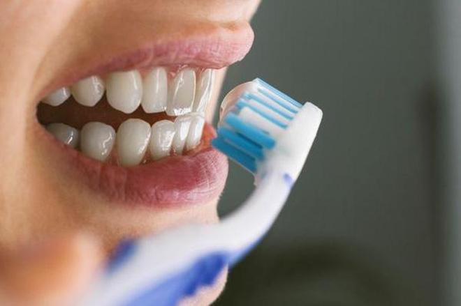 """3 thời điểm """"độc hại"""" nhất trong ngày để đánh răng, bác sĩ khuyên nên tránh xa kẻo làm hại men răng và tổn thương cơ thể - Ảnh 4."""