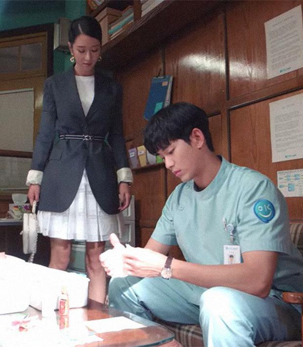"""Gặp phải """"quốc bảo nhan sắc"""" Kim Hee Sun thì có là Seo Ye Ji hay Irene đều phải chịu thua khi đụng hàng - Ảnh 6."""