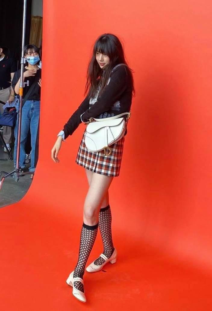 """Suzy tiếp tục đụng Jisoo nhưng lần này đánh bật """"Hoa hậu Hàn Quốc"""" nhờ kiểu tóc mái xinh yêu quá thể - Ảnh 3."""