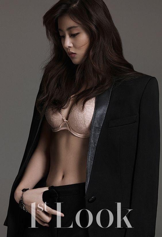 """Suốt ngày """"kín cổng cao tường"""" nhưng khi táo bạo thì các mỹ nhân Hàn này lại khiến fan bất ngờ: Son Ye Jin hút mắt với vòng 1 quyến rũ nhưng có bốc lửa như Kim Tae Hee - Ảnh 5."""