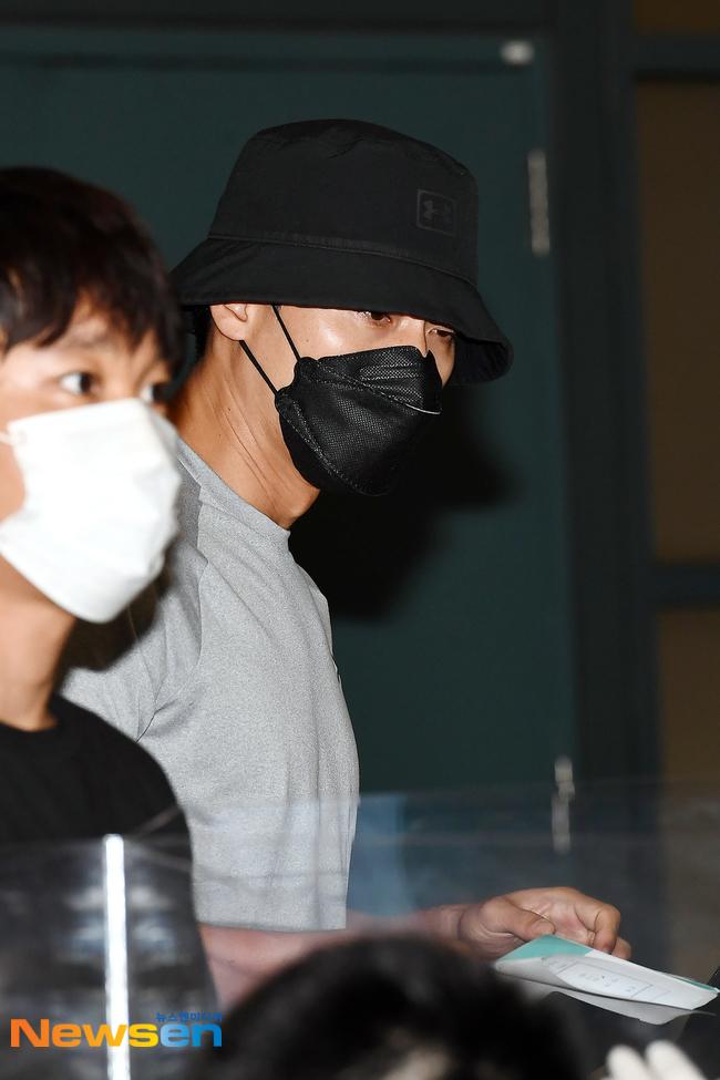Chính thức trở về Hàn Quốc sau 2 tháng ở nước ngoài, Hyun Bin gây ấn tượng mạnh bởi vẻ ngoài đen bóng và cơ bắp cuồn cuộn - Ảnh 5.