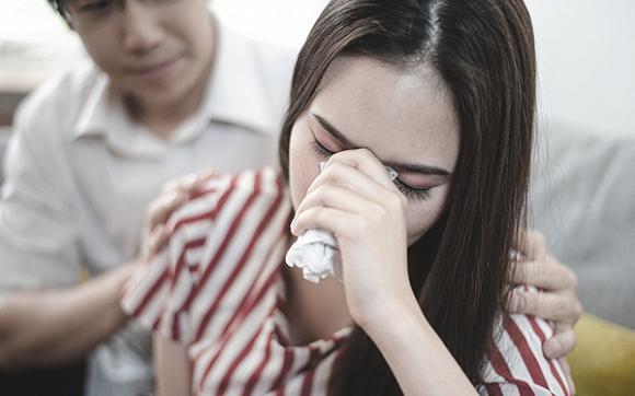 Khi chồng tôi đưa di chúc của bố mẹ ra, phản ứng của hai anh trai khiến chúng tôi hoảng sợ