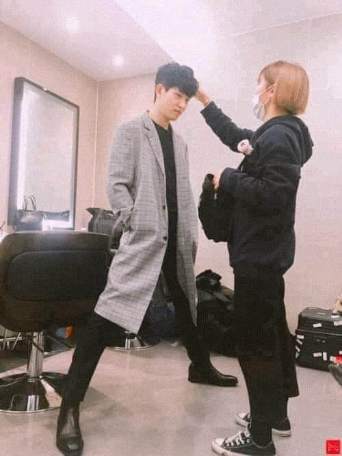 Làm stylist, makeup cho sao nam Hàn là sướng nhất: Được ngắm trai đẹp còn có cả loạt khoảnh khắc thòng tim như ngôn tình đời thực - Ảnh 7.