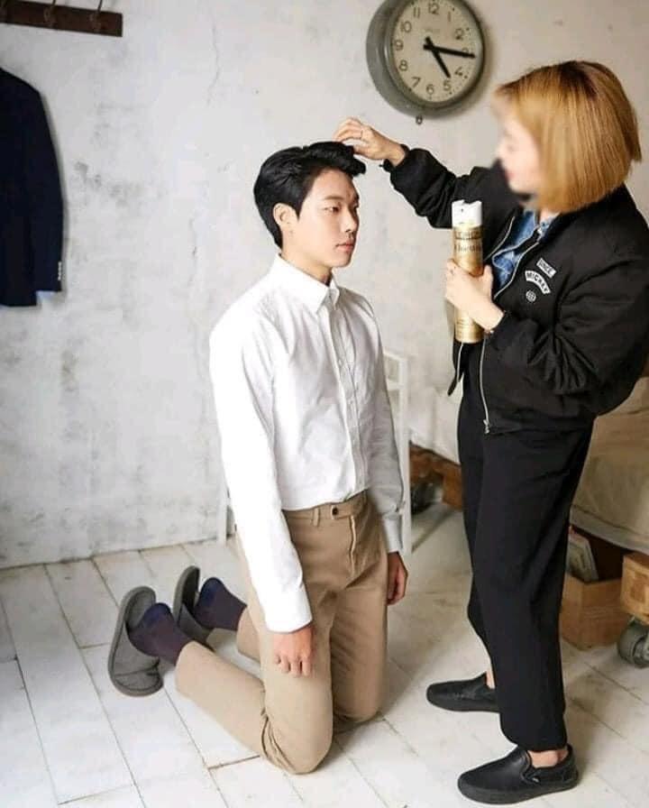 Làm stylist, makeup cho sao nam Hàn là sướng nhất: Được ngắm trai đẹp còn có cả loạt khoảnh khắc thòng tim như ngôn tình đời thực - Ảnh 2.