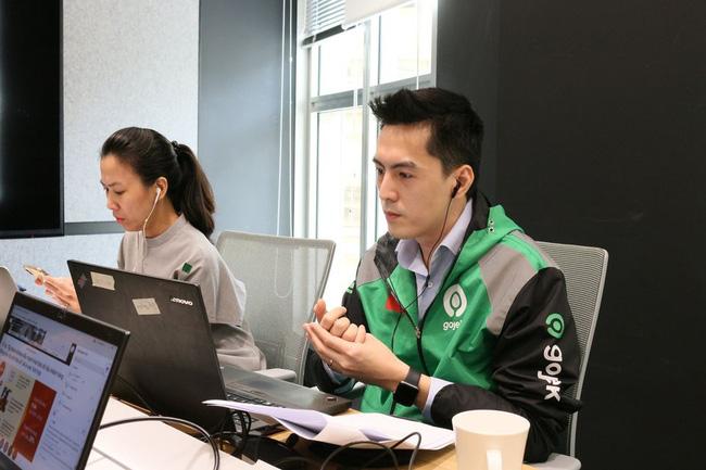 Soi profile 'khủng' của CEO Gojek Việt Nam: Không chỉ đẹp trai như tài tử điện ảnh, nhìn vào thành tích học tập mà ai cũng phải nể - Ảnh 1.