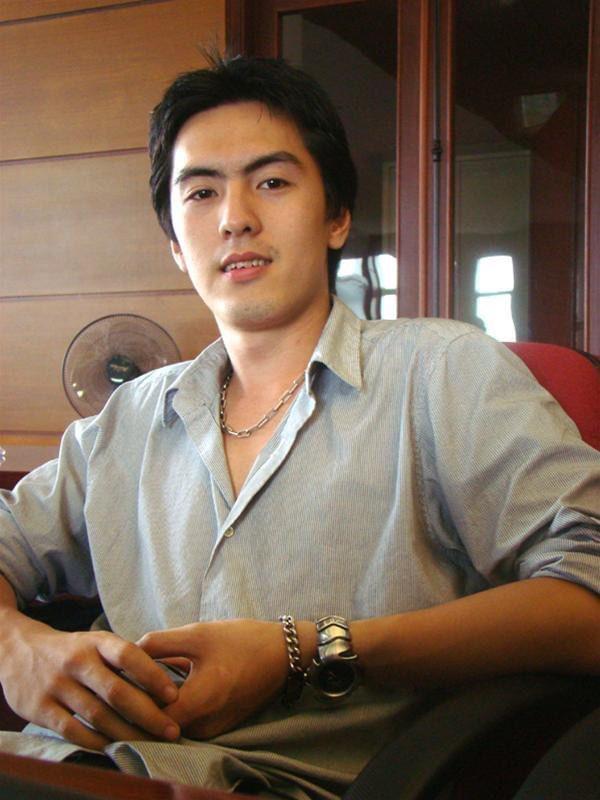 Soi profile 'khủng' của CEO Gojek Việt Nam: Không chỉ đẹp trai như tài tử điện ảnh, nhìn vào thành tích học tập mà ai cũng phải nể - Ảnh 3.