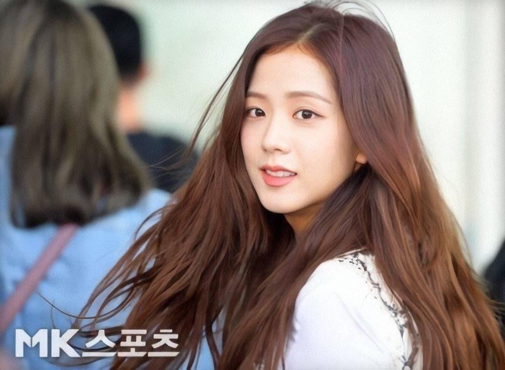 Jisoo có một điểm tuyệt phẩm ít người để ý nhưng lại giúp cô luôn đẹp như nữ chính ngôn tình tại sân bay - Ảnh 1.