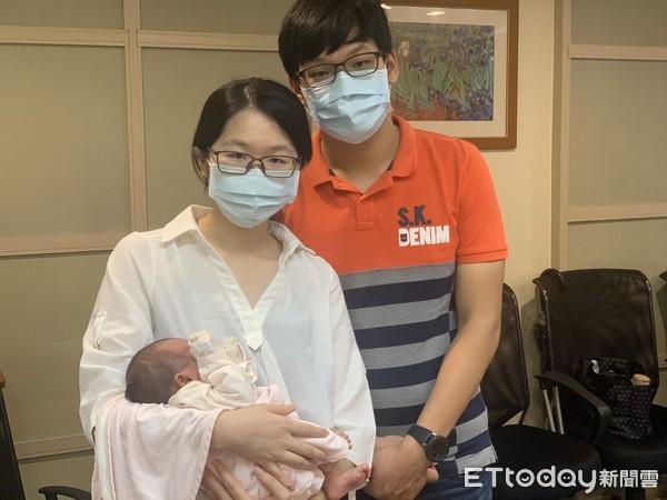 Phát hiện thai đôi bất thường ở tuần thứ 13, người mẹ phải bỏ 1 đứa vì biến chứng hiếm gặp này - Ảnh 1.