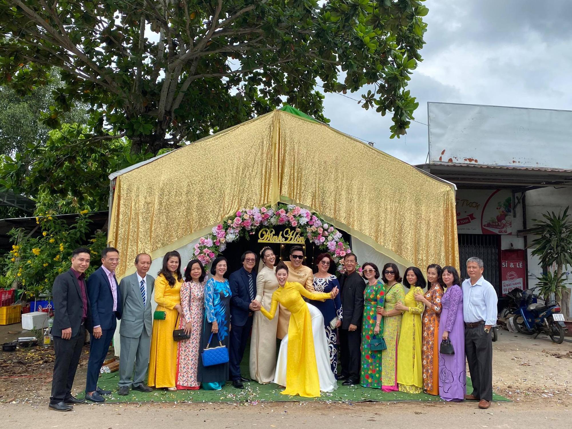 Khánh Vân làm dâu phụ trong đám cưới anh trai, dân tình dán mắt vào nhan sắc chị dâu từng thi Hoa hậu - Ảnh 4.