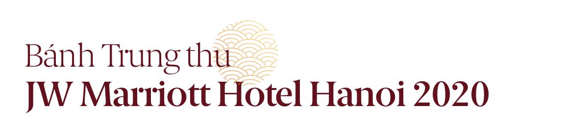 Đập hộp bánh Trung thu của hai thương hiệu khách sạn nổi tiếng,  - Ảnh 1.