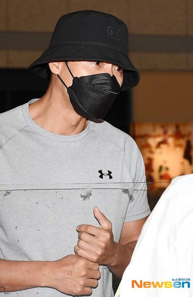 Thực hư hình ảnh Hyun Bin lộ chiếc nhẫn đính hôn khi xuất hiện tại sân bay Hàn Quốc sau 2 tháng ở nước ngoài - Ảnh 4.