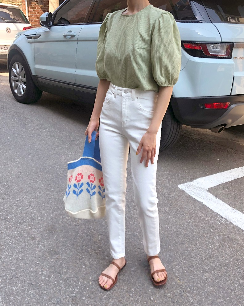 Áo blouse trơn màu đúng là chân ái của nàng công sở, có đến 10 cách diện mà cách nào cũng sang xịn hết cỡ - Ảnh 5.