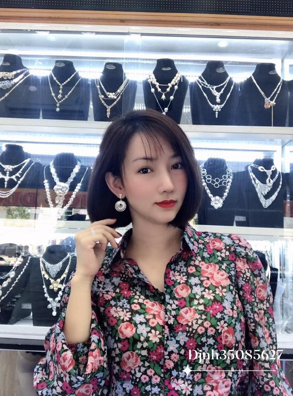 Tiệm Vàng Trắng Kim Hương Dinh xứng danh nữ thần của làng trang sức - Ảnh 2.