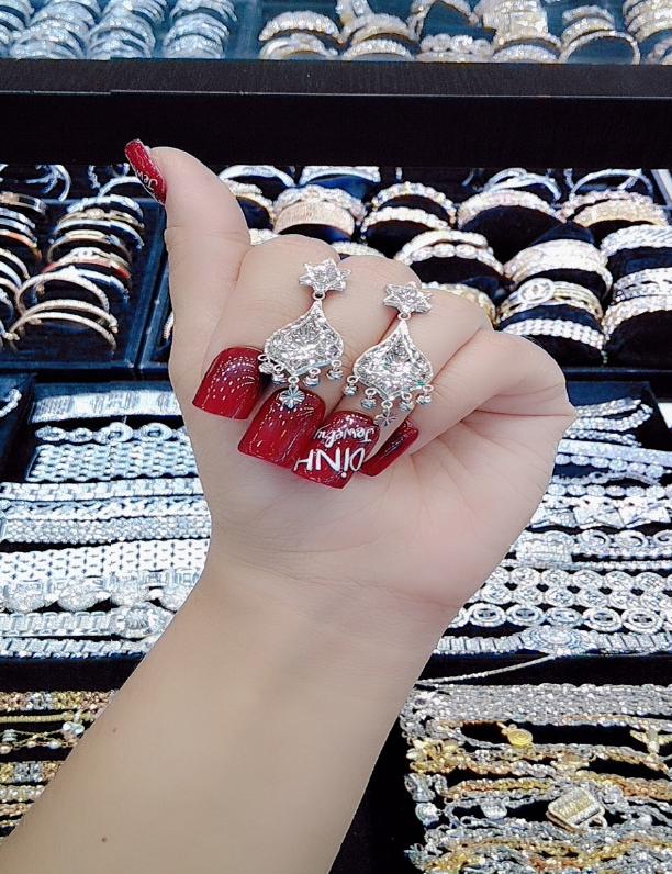 Tiệm Vàng Trắng Kim Hương Dinh xứng danh nữ thần của làng trang sức - Ảnh 1.