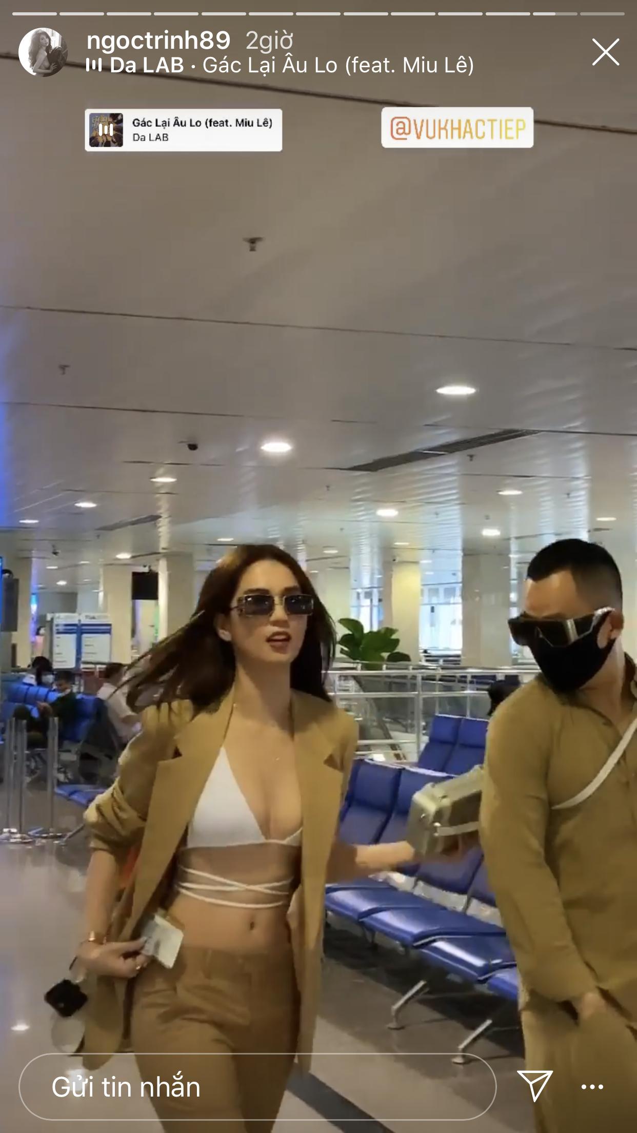 """Chưa hết nổi loạn, Ngọc Trinh diện bikini giữa sân bay: Khoe vòng 1 nóng hừng hực, team qua đường cũng phải """"dán mắt"""" - Ảnh 3."""