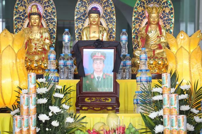 Đồng đội, làng xóm tiếc thương cảnh sát cơ động hi sinh ở Bắc Giang - Ảnh 2.