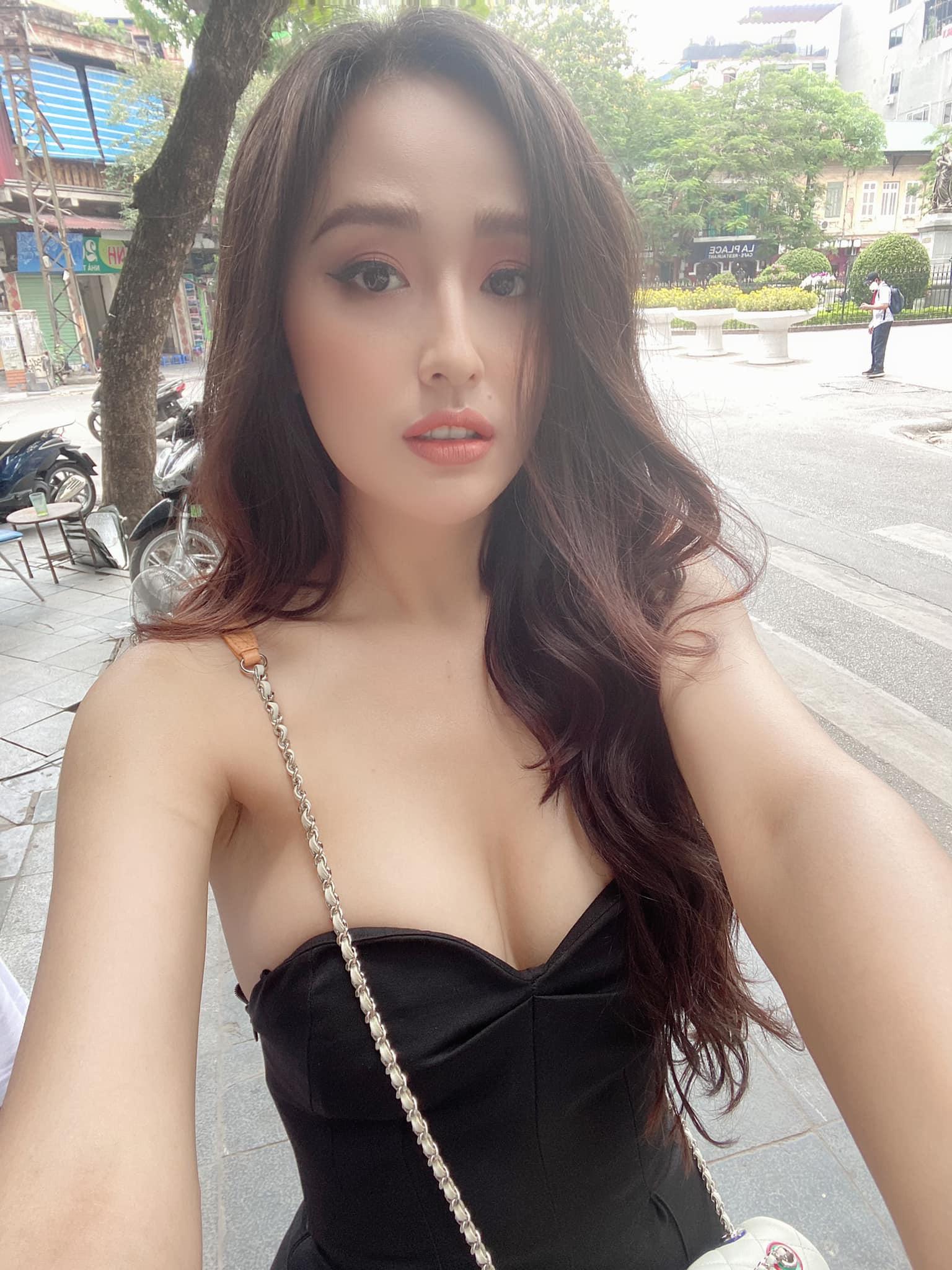 Hoa hậu mặc bốc nhất hẳn là Mai Phương Thúy: Chuyên diện váy áo trễ nải, nhiều phen vòng 1 như trào ra ngoài - Ảnh 3.