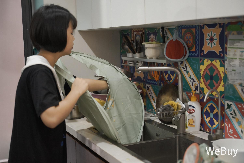 """Yếm ăn dặm tàu vũ trụ: Có phải là """"bảo bối"""" cho mẹ bỉm sữa dễ thở hơn khi để con ăn dặm BLW? - Ảnh 11."""