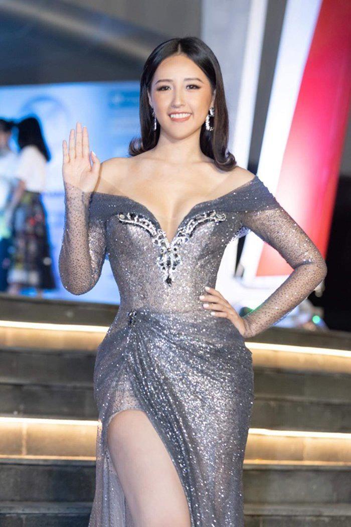 Hoa hậu mặc bốc nhất hẳn là Mai Phương Thúy: Chuyên diện váy áo trễ nải, nhiều phen vòng 1 như trào ra ngoài - Ảnh 9.