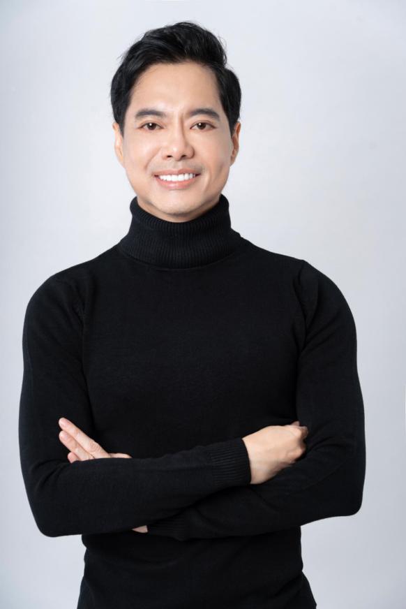 Ca sĩ Ngọc Sơn tiết lộ bí quyết chăm sóc mặt tiền ở tuổi 52 - Ảnh 1.