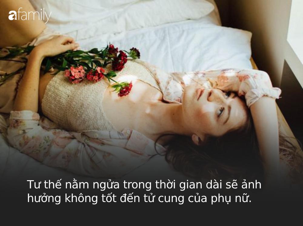 """Phụ nữ đi ngủ không nên nằm lâu 2 tư thế này vì sẽ làm tổn thương tử cung và """"vòng 1"""" rất nhanh  - Ảnh 1."""