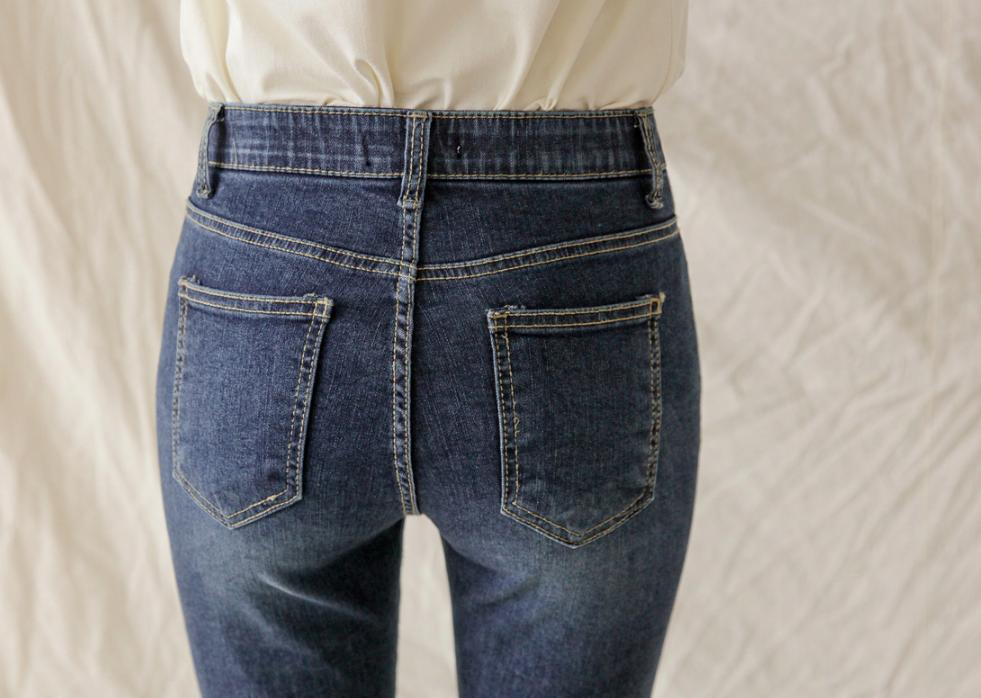 """Chi tiết túi sau của quần jeans lại quyết định độ cong của vòng 3: Chiêu """"cơi nới"""" chỉ dành cho nàng mông lép - Ảnh 3."""