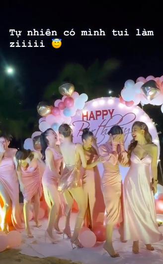 """Ngọc Trinh mở tiệc sinh nhật siêu nóng bỏng bên bờ biển, gây chú ý là màn nhảy nhót bốc lửa trong bộ váy """"mặc như không mặc"""" - Ảnh 3."""