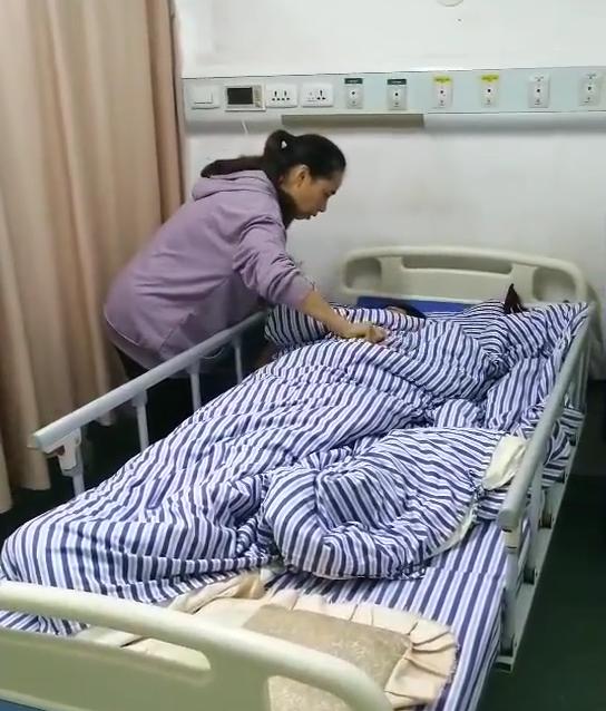 Nghe sai 5 từ tiếng Anh, một nữ sinh bị giáo viên phạt ngồi xổm liên tục 200 cái dẫn đến tình trạng đau đớn và xuất huyết nặng nề - Ảnh 1.