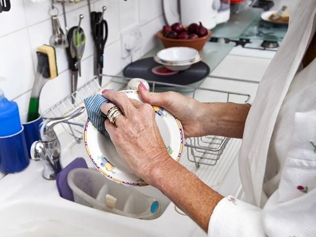 Người phụ nữ 56 tuổi đột nhiên bị chẩn đoán ung thư gan, bác sĩ nhắc nhở: 3 đồ vật này trong bếp nếu không vứt bỏ ngay thì cả nhà có thể mắc bệnh - Ảnh 5.