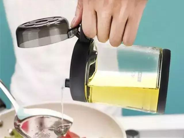 Người phụ nữ 56 tuổi đột nhiên bị chẩn đoán ung thư gan, bác sĩ nhắc nhở: 3 đồ vật này trong bếp nếu không vứt bỏ ngay thì cả nhà có thể mắc bệnh - Ảnh 3.