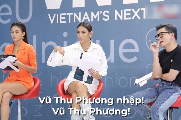 """Vietnam's Next Top Model: Nam Trung gay gắt với """"bản sao"""" Vũ Thu Phương vì đi quá ưỡn """"em đẩy xe trái cây đi đâu?"""" - Ảnh 3."""