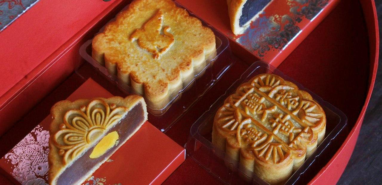 Chúng tôi ăn thử bánh Trung thu của các khách sạn nổi tiếng và quyết định đây là hai hộp bánh hợp lý nhất để đem đi biếu sếp  - Ảnh 3.