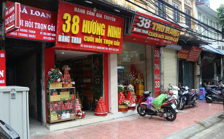 """Mùa cưới cận kề, niềm vui trở lại trên những """"con phố cưới hỏi"""" ở Hà Nội:"""