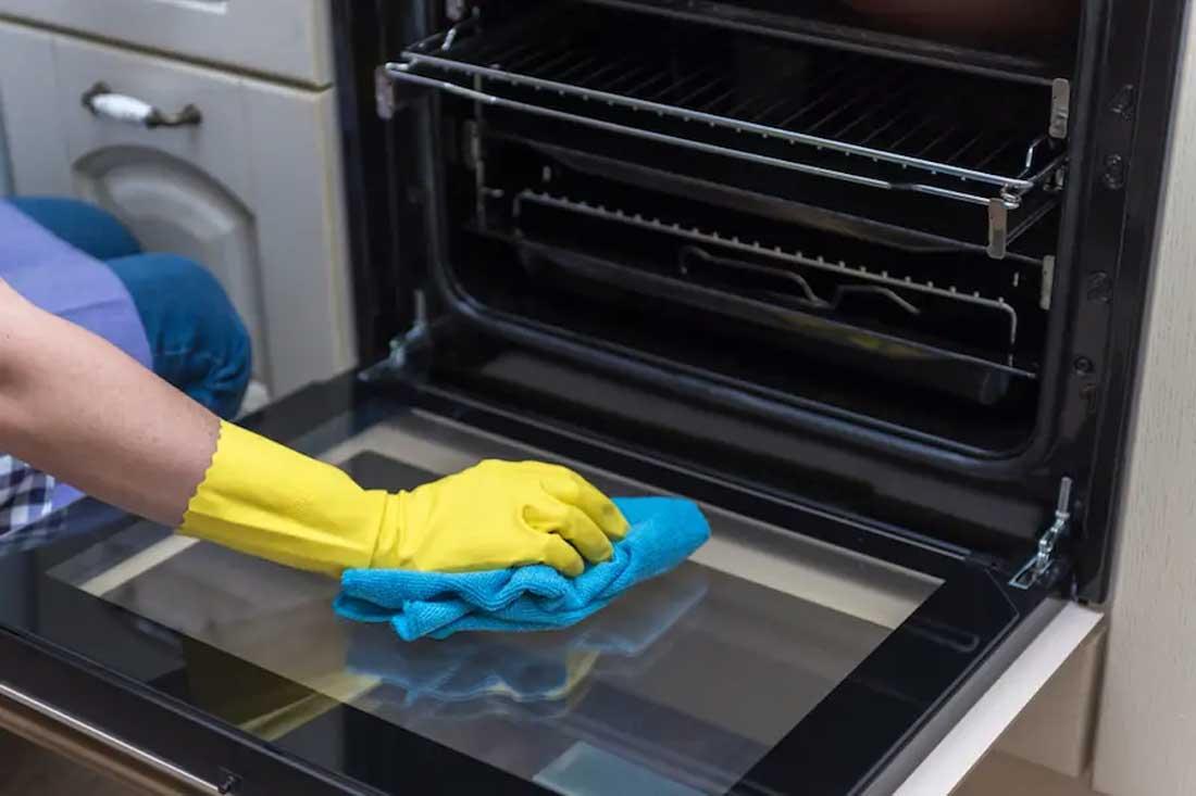 Tạm biệt chiếc lò nướng bốc khói, nhớt bóng dầu mỡ, đây là cách vệ sinh tại nhà chỉ với 6 sản phẩm cực đơn giản - Ảnh 2.