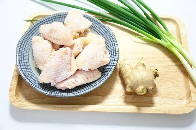 Nhà không có lò nướng mà tôi vẫn làm được món cánh gà nướng thơm phức khiến cả nhà bất ngờ - Ảnh 2.
