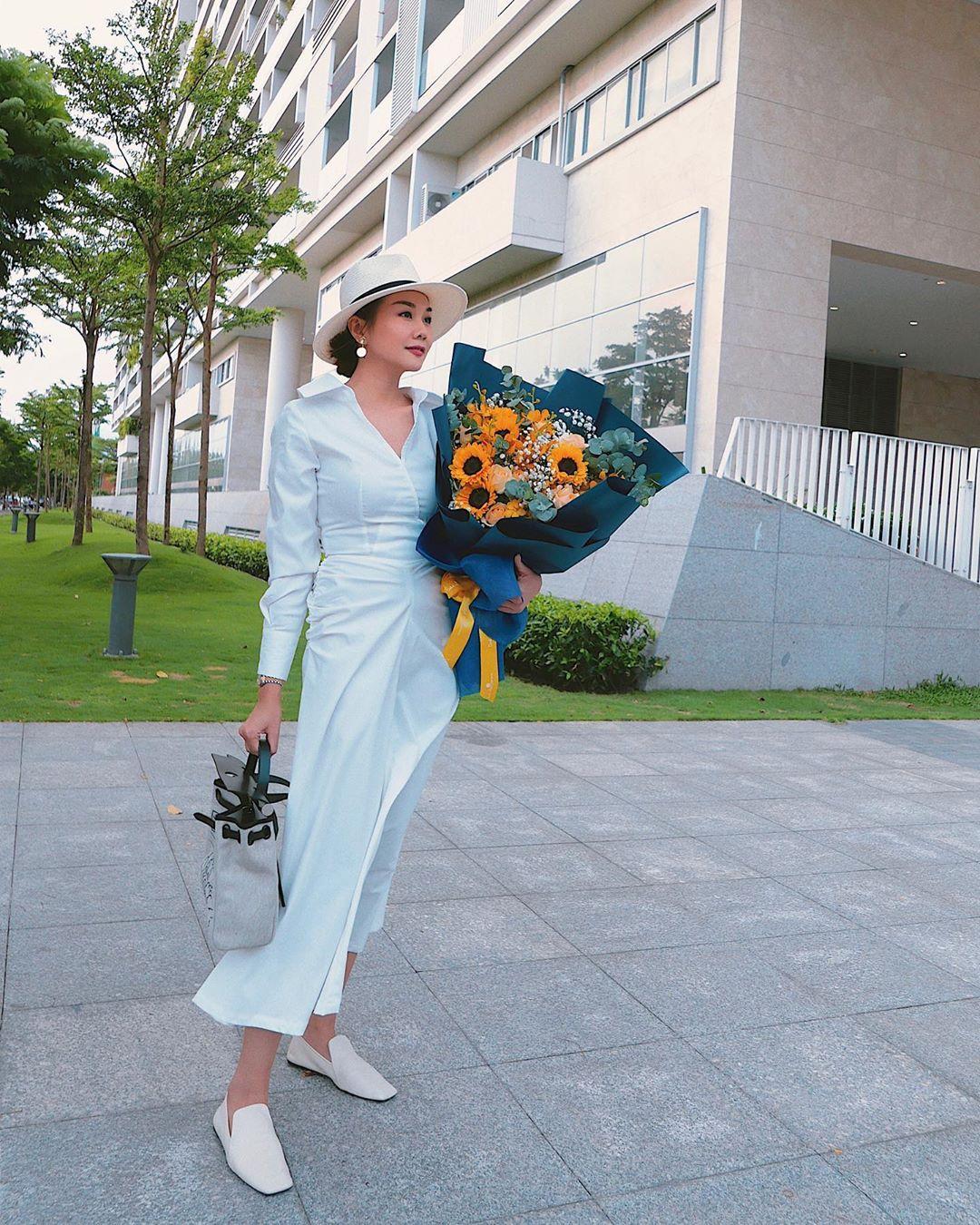 11 set đồ vừa đẹp còn vừa dễ mặc từ sao Việt mà bạn có thể áp dụng ngay cho style đi chơi ngày nghỉ lễ - Ảnh 6.