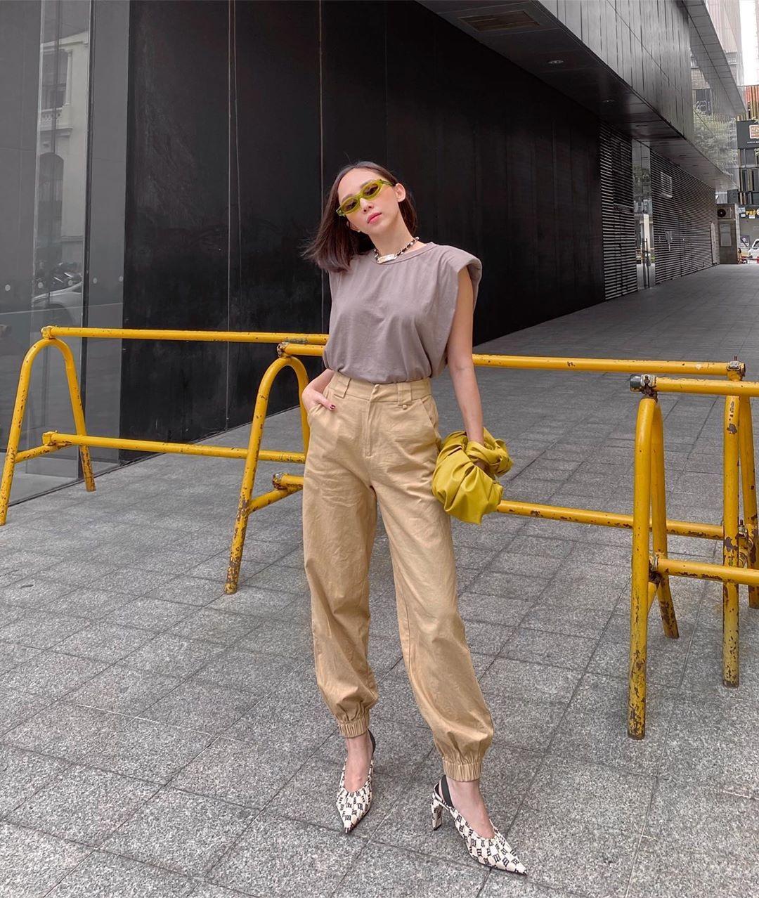 11 set đồ vừa đẹp còn vừa dễ mặc từ sao Việt mà bạn có thể áp dụng ngay cho style đi chơi ngày nghỉ lễ - Ảnh 7.
