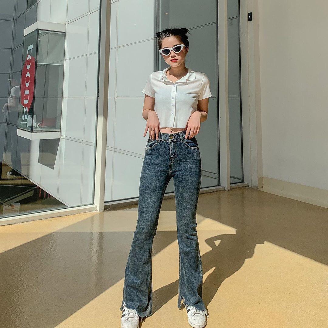 Mùa thu diện quần jeans ống loe chanh sả biết mấy, lại hack chân dài không tậu hơi phí - Ảnh 1.