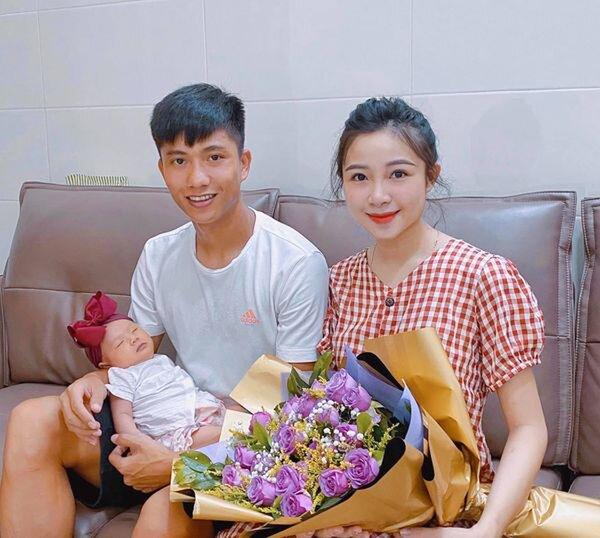 """Lại thêm 1 ông bố trẻ """"vừa đẹp trai vừa nhiều tiền"""": Vợ muốn đi làm lại sau sinh, Phan Văn Đức trả lời nghe mát lòng mát dạ - Ảnh 3."""