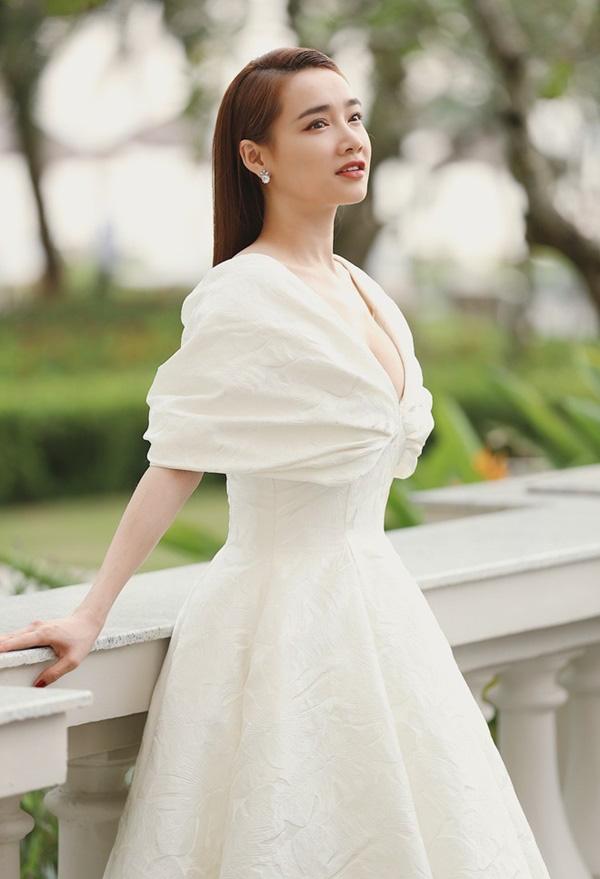 """Mùa cưới đang đến, đừng biến mình thành chủ đề bàn tán với những kiểu trang phục """"sai lè"""" như một vài sao Việt trong quá khứ - Ảnh 8."""