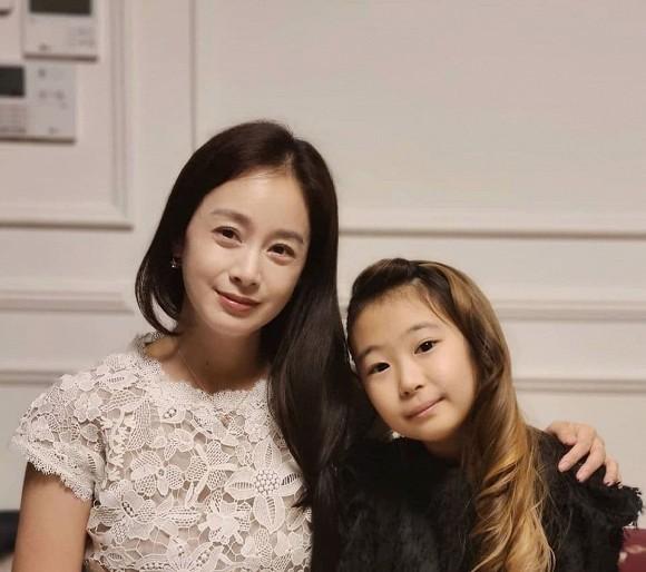 """Nhan sắc thật sự ở tuổi 40 của Kim Tae Hee bị """"bóc trần"""""""