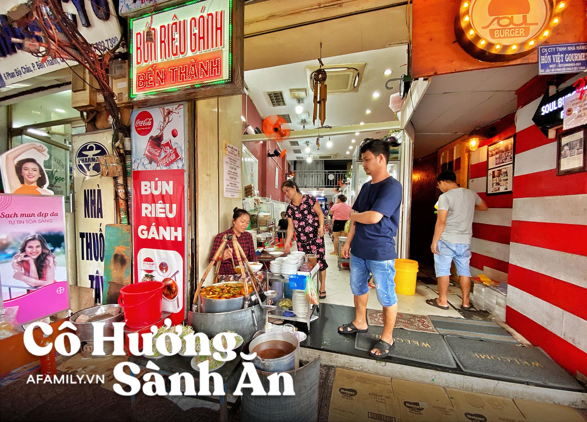 """Bún Riêu Gánh - từ một gánh hàng rong sau hơn 40 năm trở thành """"bá chủ không địch thủ"""" tại Sài Gòn, mang tiếng sang chảnh nhưng cái gì cũng có giá của nó! - Ảnh 1."""