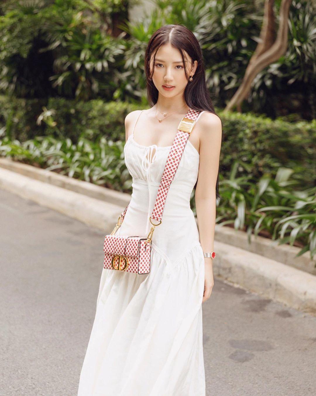 """Trời se lạnh mà """"quẩy"""" váy dáng dài là style sẽ yêu kiều như gái Pháp, điểm sang chảnh cũng tăng ngùn ngụt - Ảnh 4."""