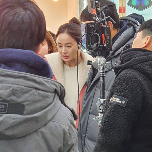 """Nhan sắc thật sự ở tuổi 40 của Kim Tae Hee bị """"bóc trần"""": Hóa ra nhan sắc hoàn hảo bất bại là câu chuyện thuộc về quá khứ  - Ảnh 4."""