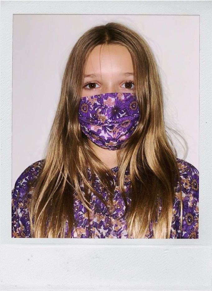 Cô út Harper Beckham xúng xính diện váy do mẹ Vic thiết kế riêng nhưng bộ cánh này lại gây nhiều khen chê trái chiều - Ảnh 4.