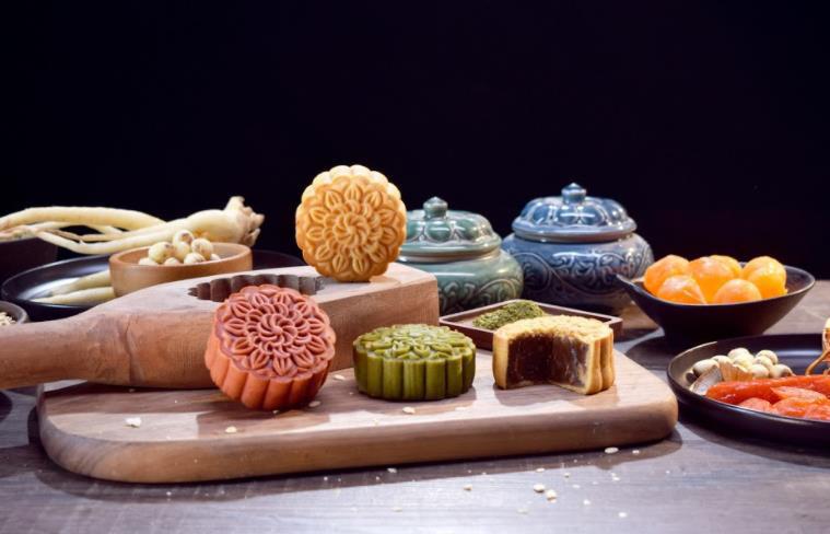 Độc đáo: Đông trùng hạ thảo, đẳng sâm được đưa vào làm bánh Trung thu