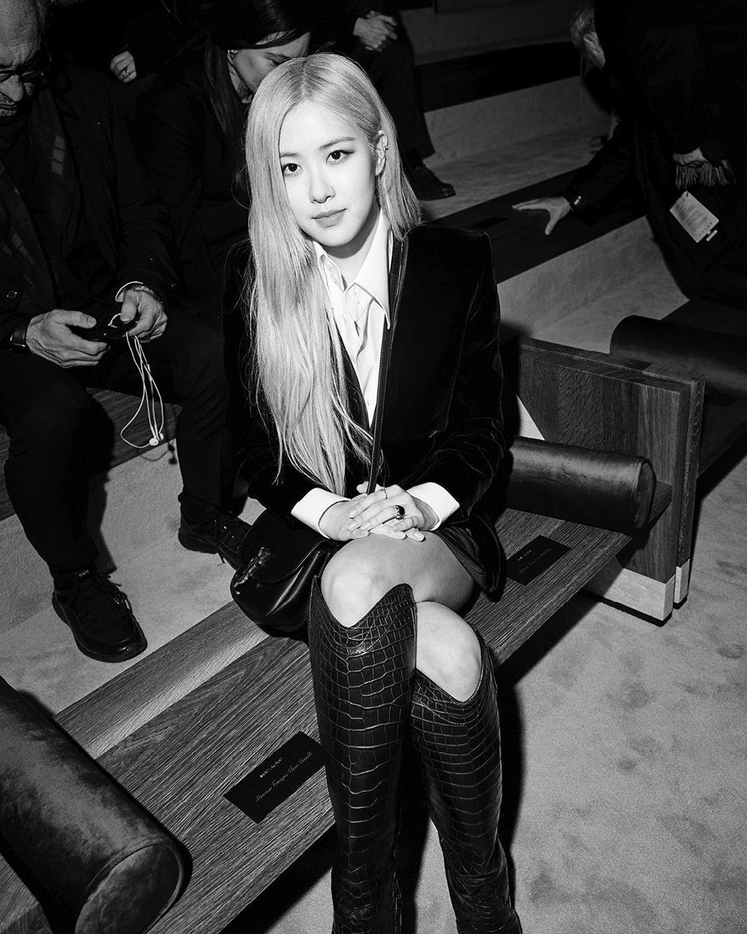 4 cô đại sứ BLACKPINK khi lên Instagram của nhà mốt lớn: Jennie, Jisoo biến hóa đa dạng nhưng Rosé có màn lột xác đáng gờm nhất  - Ảnh 9.