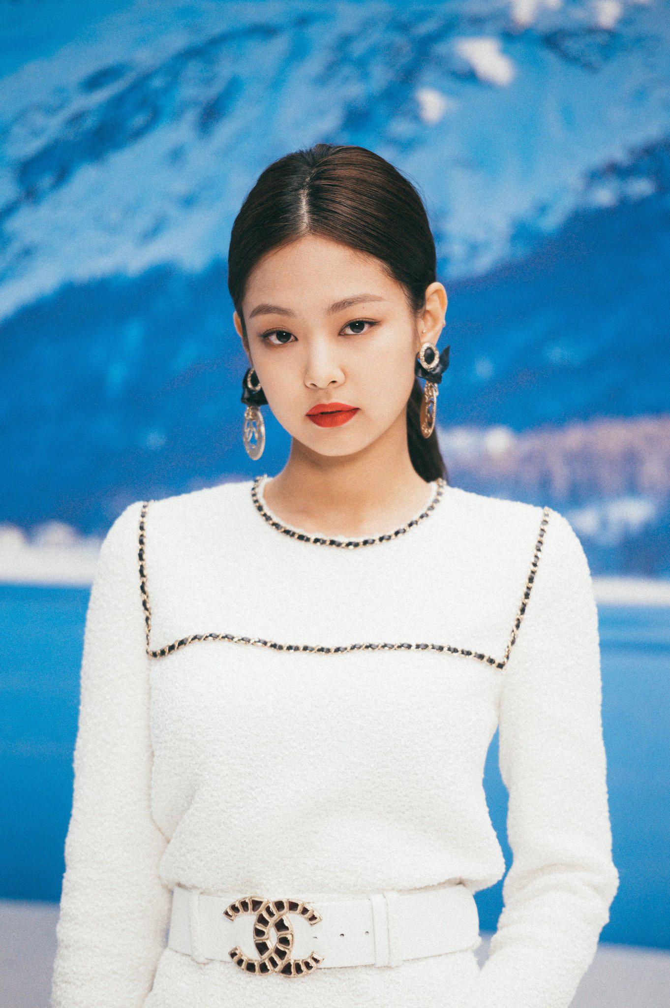 4 cô đại sứ BLACKPINK khi lên Instagram của nhà mốt lớn: Jennie, Jisoo biến hóa đa dạng nhưng Rosé có màn lột xác đáng gờm nhất  - Ảnh 3.