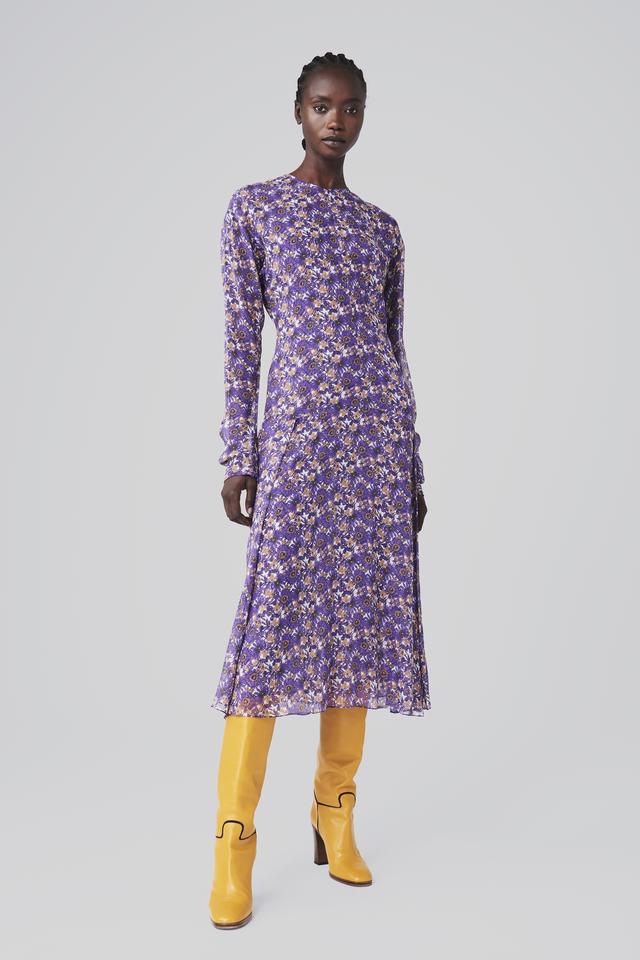 Cô út Harper Beckham xúng xính diện váy do mẹ Vic thiết kế riêng nhưng bộ cánh này lại gây nhiều khen chê trái chiều - Ảnh 5.