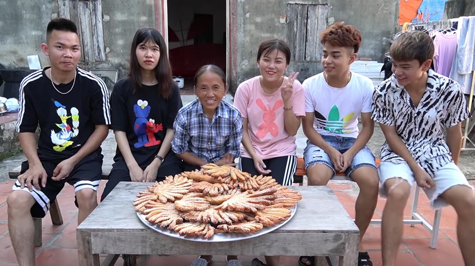 Chưa hết hoảng hồn với món bánh tiêu phiên bản kinh dị của Bà Tân Vlog, dân mạng lại phát hiện thêm sự cố mất vệ sinh - Ảnh 6.